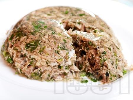 Желирано пуешко месо с целина и магданоз - снимка на рецептата